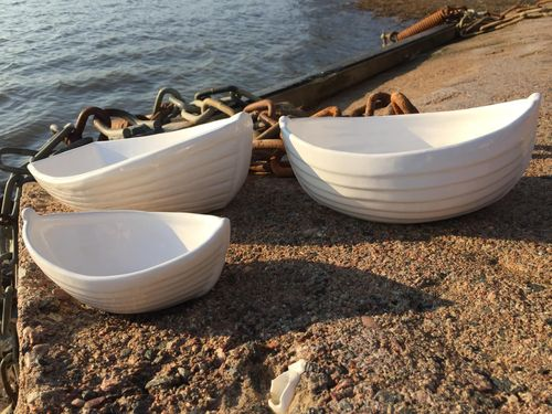 Ceramic boat white